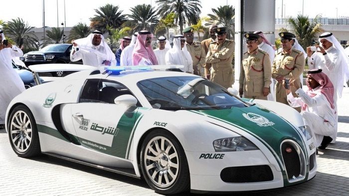Автомобиль полицейских в Дубае.