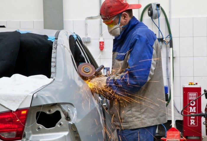 Восстановление кузова автомобиля/ Фото: fainaidea.com