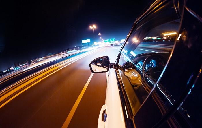 Как спокойно и без опаски ездить ночью за рулем/ Фото: avto.goodfon.ru
