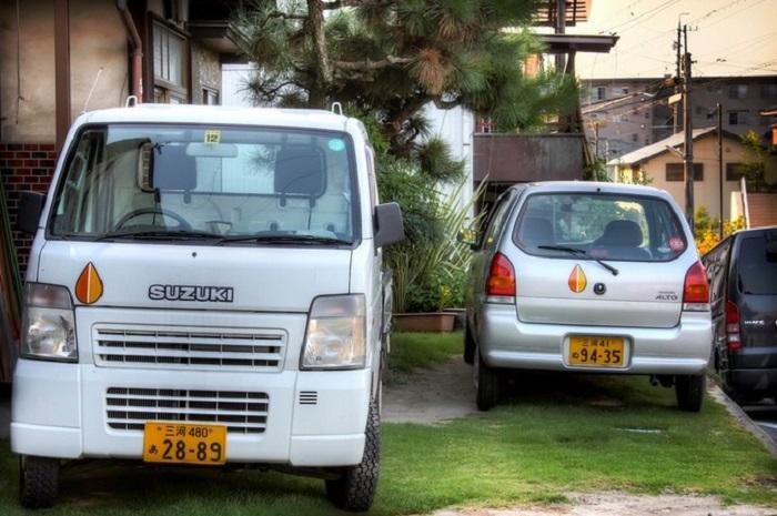 Значки на машинах в Японии/ Фото: turist.delfi.ee
