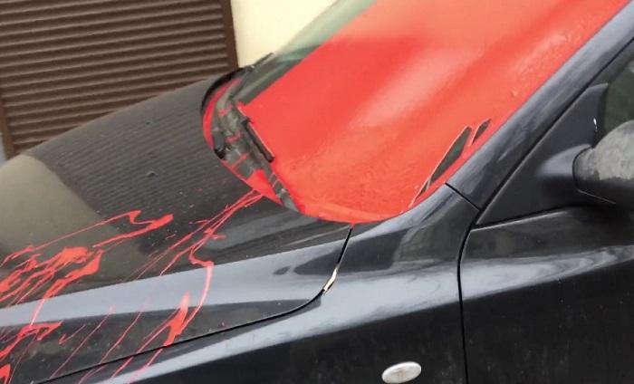Автомобиль в краске.