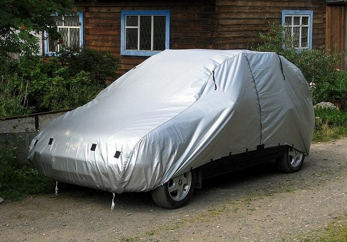 Автомобиль в защитном чехле/ Фото: drive2.ru