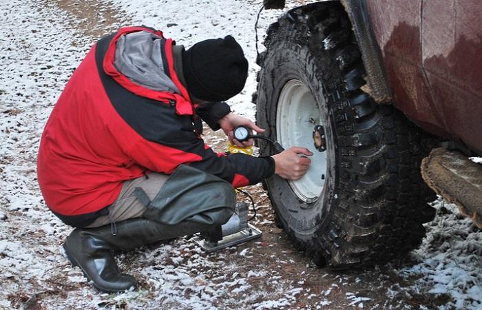 Езда не слабо накачанных колёсах изнашивает шины и диски/ Фото: grandvitara-club.ru