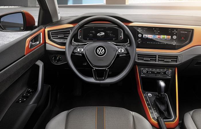 VW Polo 6 поколения – руль и панель управления/ Фото: wardsauto.com