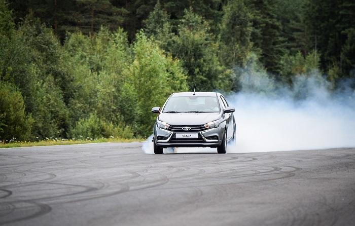 Машину ведет на торможении/ Фото: drivenn.ru
