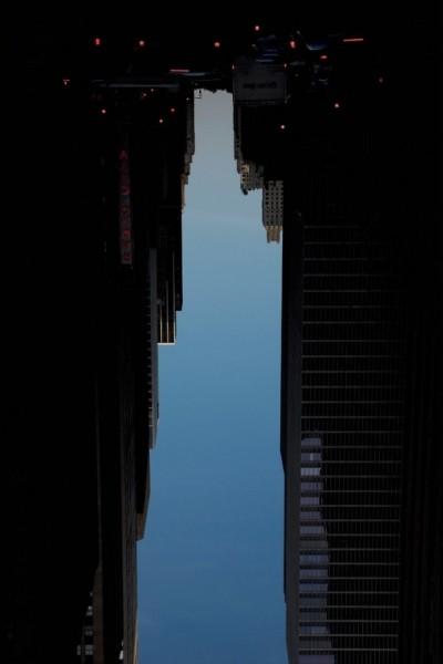 Силуэты фантастических небоскребов, созданные из неба