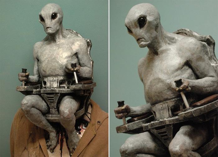 Маска нового поколения: устрашающий инопланетянин, управляющий телом человека
