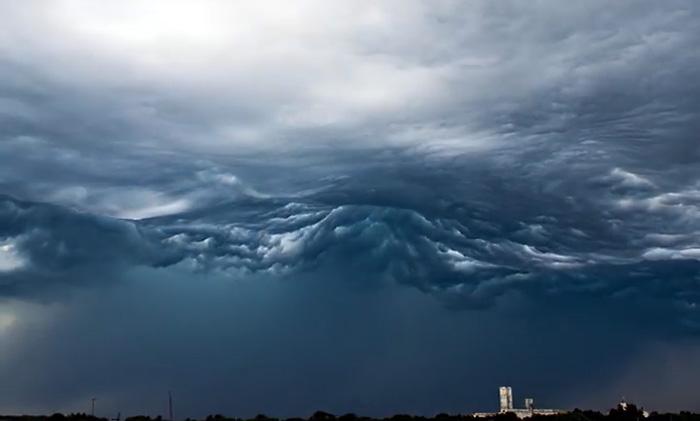 Редкий тип облаков удалось заснять и смонтировать в потрясающее таймлапс-видео