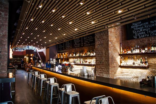 Узкое место бывшей архитектурной арки трансформировано в бар «Арка»
