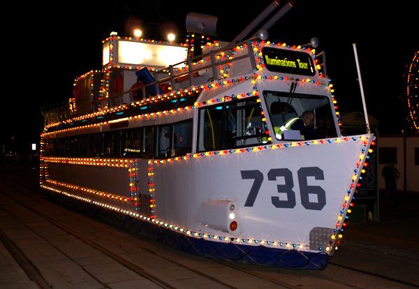 Трамвай-корабль в Блэкпуле, Великобритания.