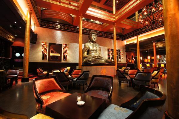 Уникальный деревянный интерьер российского лаунж-ресторана мировой сети Buddha-Bar