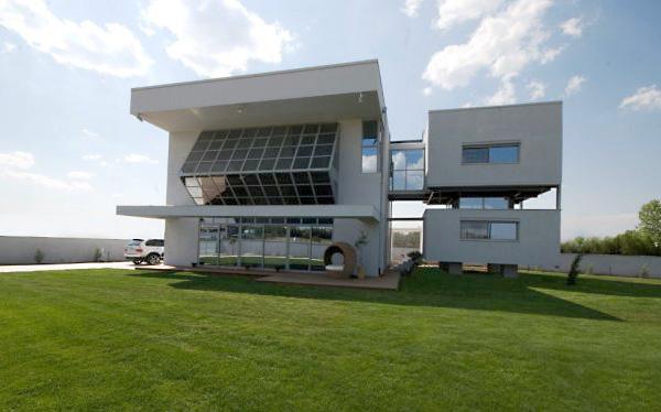 Солнечный дом от Christina Zerva Architects в районе Никайя.