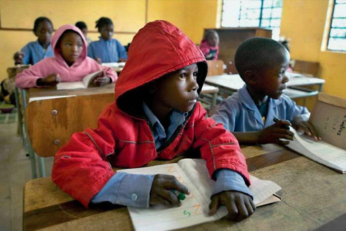 Школьники в деревне Омитара