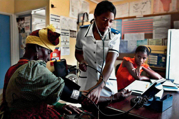 Медицинский осмотр в деревне Омитара