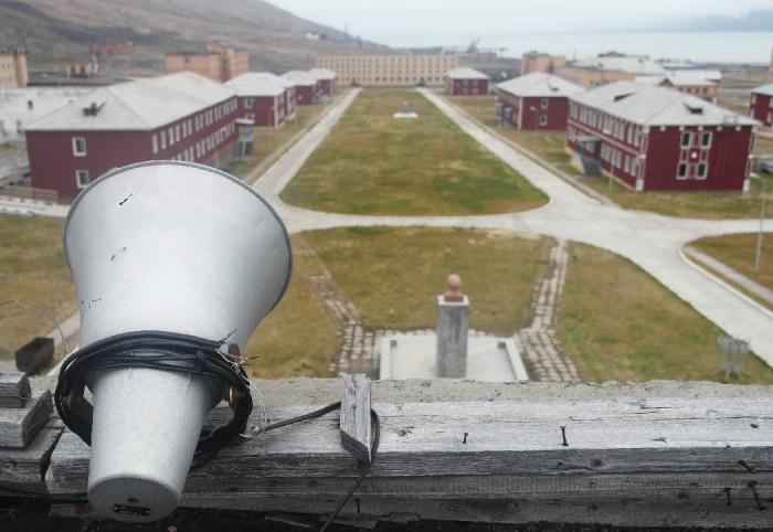 Общий вид на поселок Пирамида на Шпицбергене