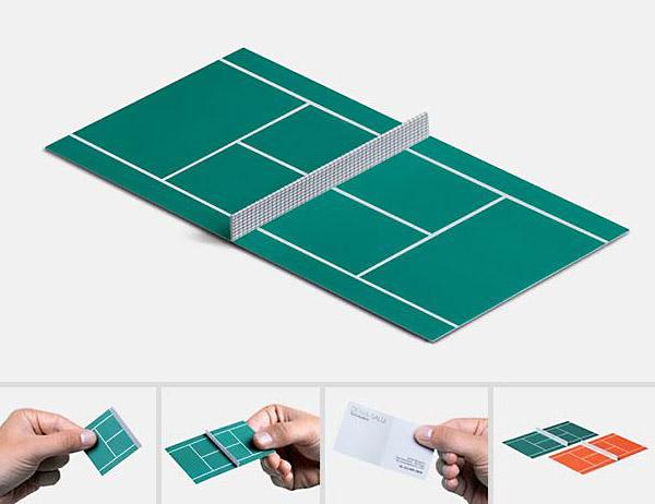 Визитная карточка в виде теннисного корта.