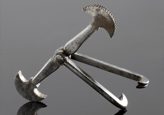 Инструмент для удаления зубов «пеликан».