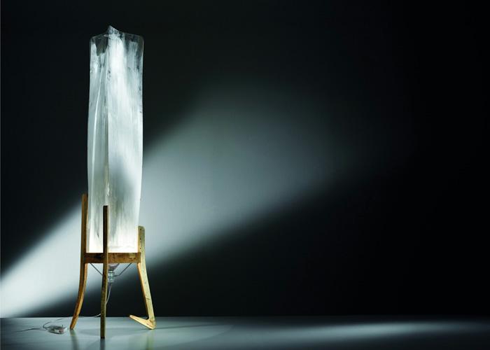 Небольшая ледяная глыба сможет украсить и осветить любой интерьер.
