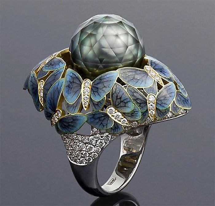 Перстень с граненым жемчугом.