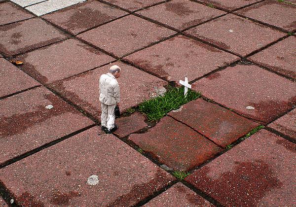 Стрит-арт художника Isaac Cordal, Испания.