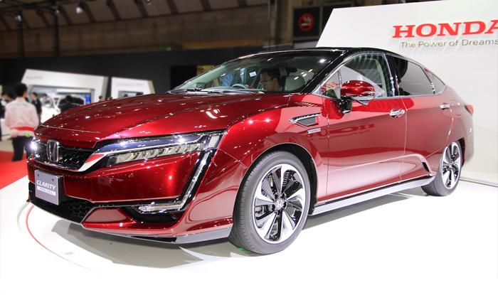 Водородный автомобиль Honda Clarity.