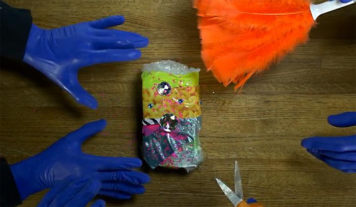 Черный юмор: видео-инструкция как правильно упаковывать iPhone 6 для подарка