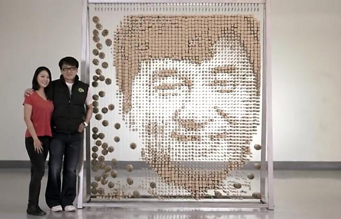 Поклонница создала уникальный портрет Джеки Чана из 64000 палочек для еды