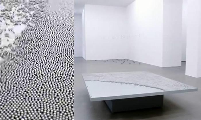 Завораживающее видео кинетической скульптуры из тысяч металлических шариков