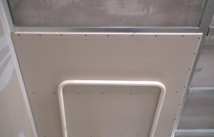 Трещины на потолке из ГКЛ.