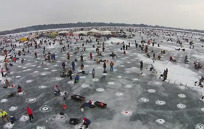 Впечатляющее видео: самая большая зимняя рыбалка в мире