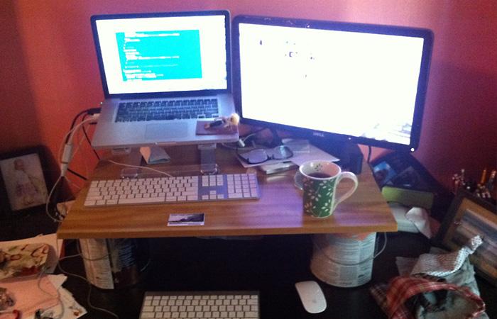 Пульты, клавиатуры и телефон.
