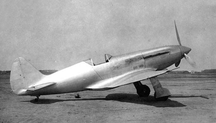 Советский истребитель Миг-1.