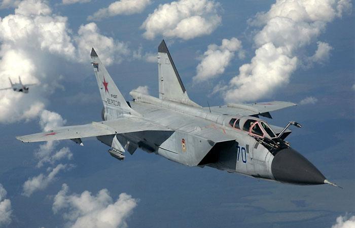 Сверхзвуковой  истребитель-перехватчик МиГ-31.