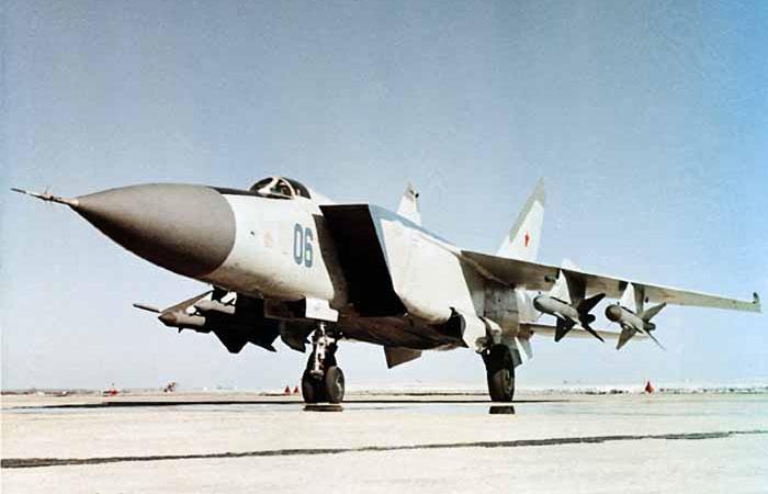 Самолет-перехватчик МиГ-25П.