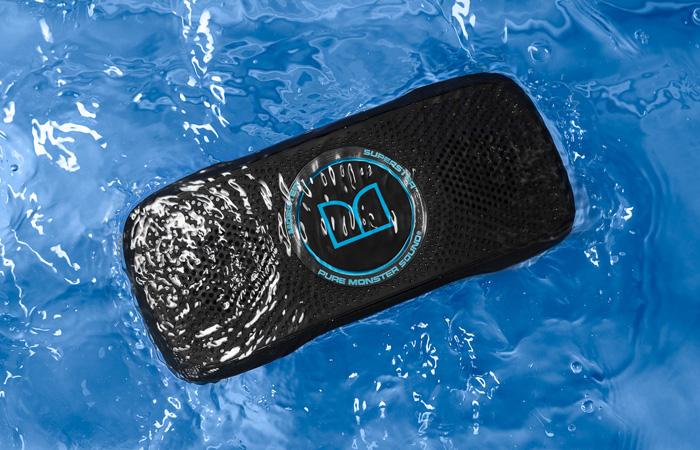 Monster SuperStar BackFloat – плавающая водонепроницаемая Bluetooth-колонка для отдыха на воде.