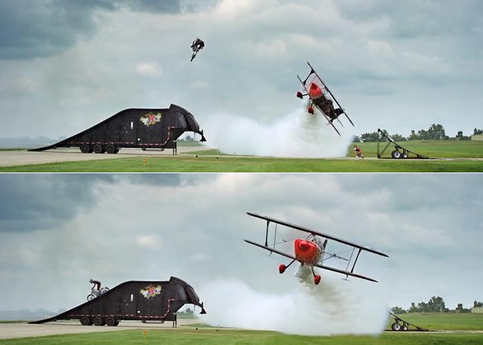 Прыжок на мотоцикле над летящим самолетом стал гвоздем авиа-шоу Cameron Airshow 2014