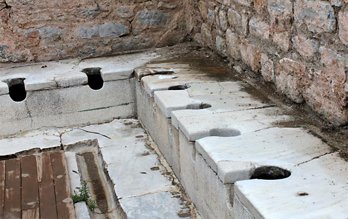 Самый древний в мире общественный туалет