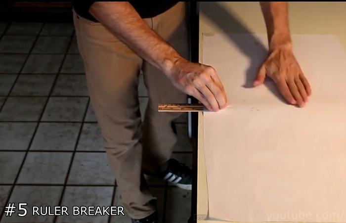 Видео-инструкция: Как сломать линейку при помощи листа бумаги