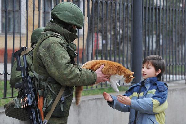 Вежливые люди и котики в Крыму.