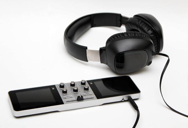 Портативная музыкальная консоль Portable DJ – теперь диджеем может стать каждый!