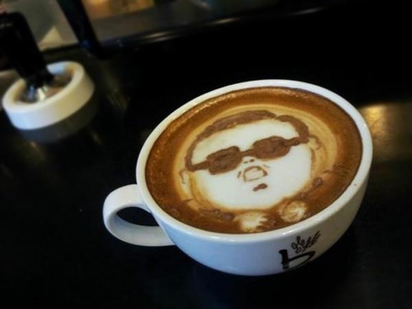 Кофе капучино с изображением PSY