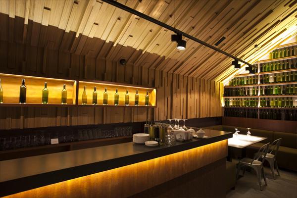 Тринадцатиметровая барная стойка ресторана-бара «Арка»