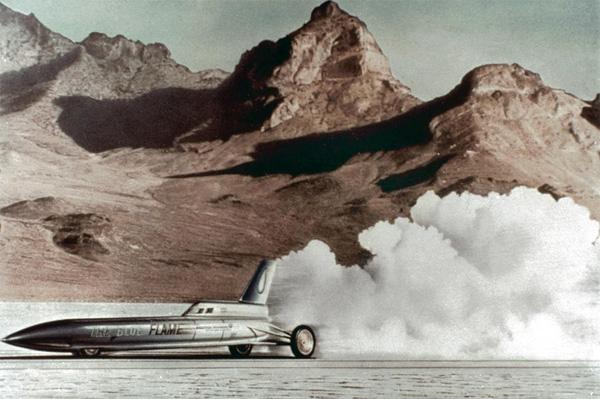 Болид «The Blue Flame» превышает скорость 1000 км/ч в 1970 году