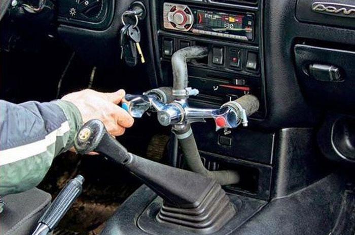 Не ругайте автомастера, он так видит.