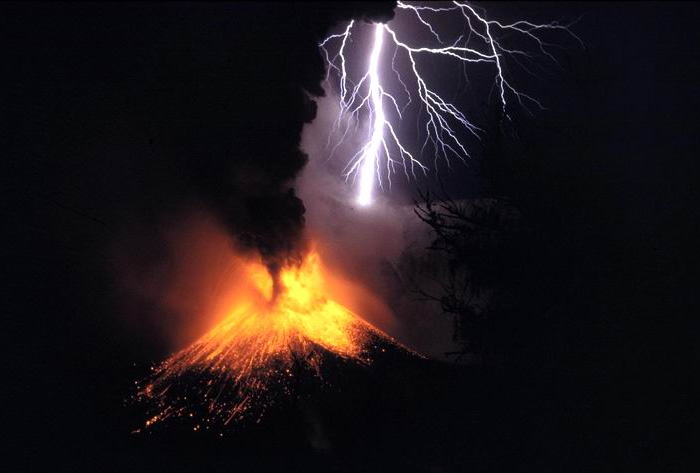 volcanic-lightning