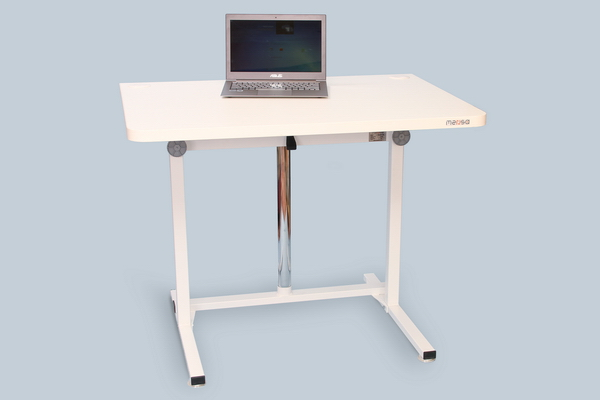Стол с регулируемой высотой модель Decart. Положение сидя.