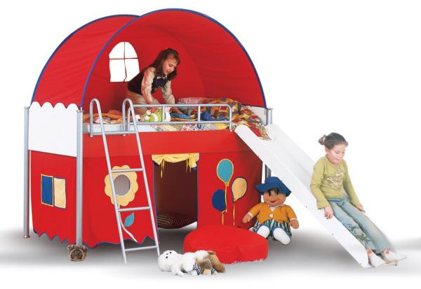 Кровать-домик для непосед и озорников с настоящей горкой