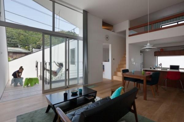 House in Ofuna: японский дом, которому «снесло крышу»
