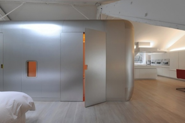 Kempart Loft: креативное лофт-пространство, зонированное трейлером Airstream