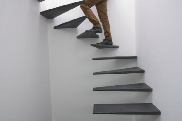 Сюрреалистическая лестница в лофте от португальских архитекторов